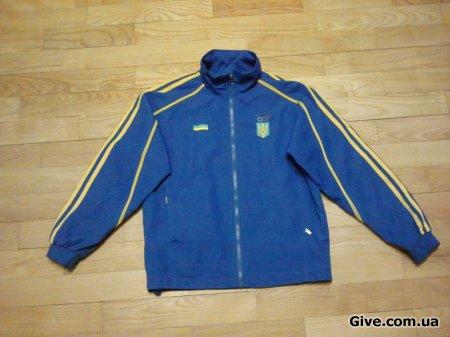 Спортивная курточка на мальчика