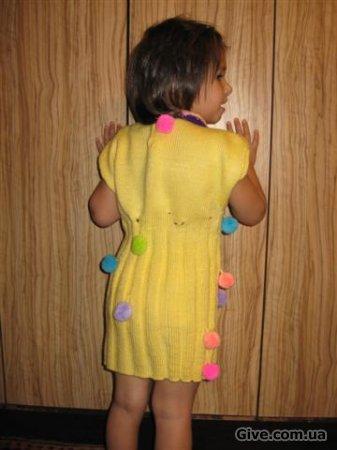 платье детское вязаное с бубончиками )))