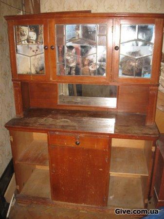 Отдам старинний шкаф-трюмо