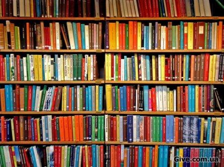 Несколько упаковок книг, художественные и другие